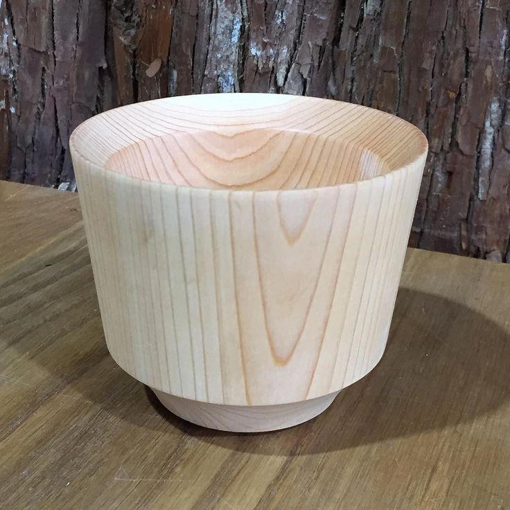 生徒さん作品 器 桧の大きな角材から旋盤を使って削り出した器です仕上げはウレタン塗装 形が綺麗でしょ  #木工#木工教室#木工作品#木#木材#ハンドメイド#手作り#家具#ワークショップ#Wood#Handmade#Woodwork#Classroom#Tree#Furniture#Table#Chair#Oak#Ash#Walnut#Maple#DIY#桧#旋盤#ダイニングテーブル de kigadaisuki