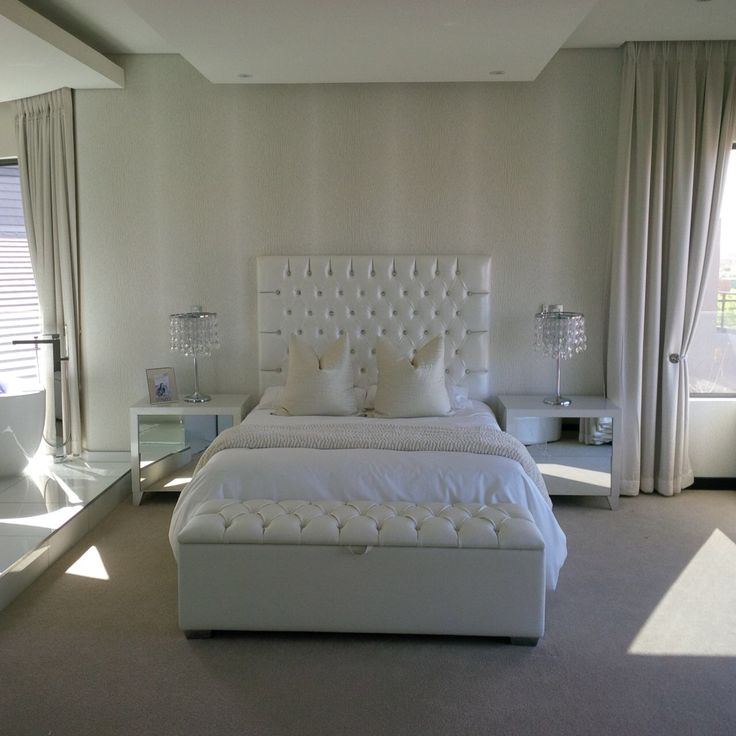 Bedroom in shades of white and silver by Frans Alexander Interiors 0315617791