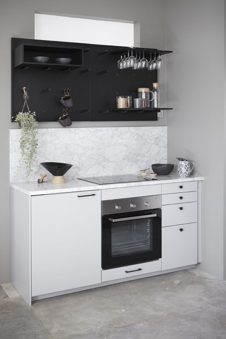 Marble top and Ikea kitchen with the awesome Organize shelf system by Dare To. Designstudio.