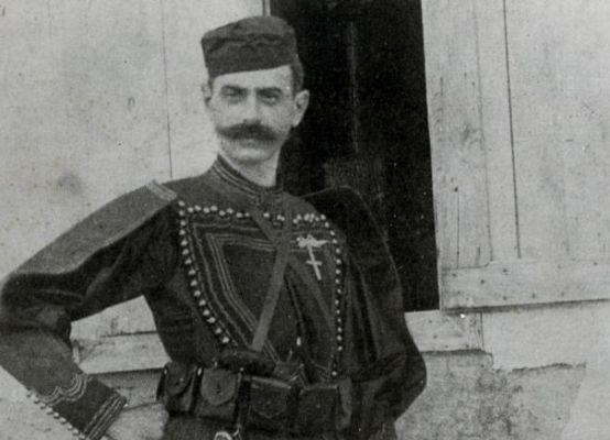 Ρημάζει το σπίτι του Παύλου Μελά στην Κηφισιά, που παράτησε την αθηναϊκή αριστοκρατία για τον μακεδονικό αγώνα. Το…
