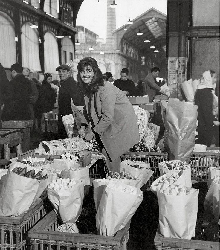 La marchande de fleur aux Halles - 1968 de robert doisneau