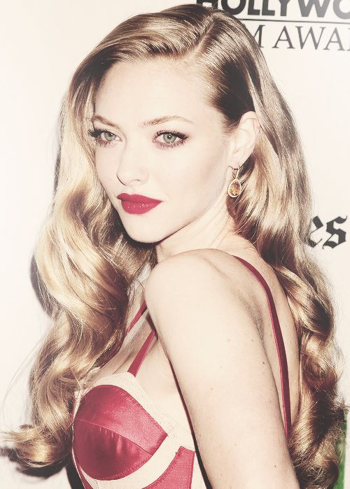 not sure why this is needed but theres something really pretty about it.Awesome wedding day inspiration! Loose waves, curls & shine ~ Amanda Seyfried - 16th Annual Hollywood Film Awards Gala (October 22, 2012)
