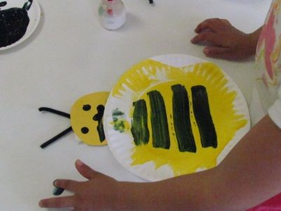 Adorable Bumble Bee Craft With Paper Plates Paint And Pipe Cleaners From Teachpreschool