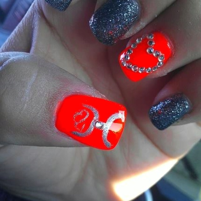 Hooey nails . Want these . <3