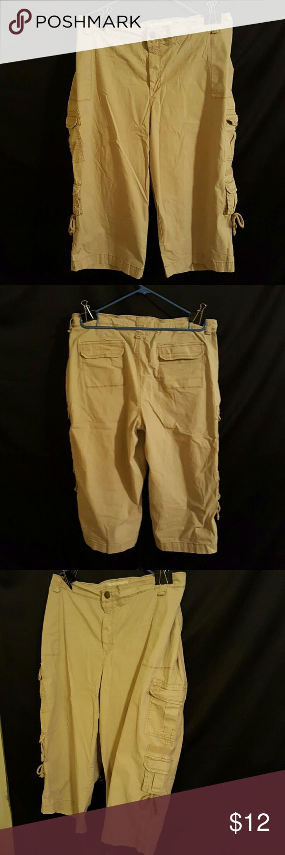 Cargo Pocket Kaki Capri's- Fashion Bug Tan Cargo Pocket Kaki Capri's. Snap Button Front with Zipper. Cargo Pants Design with 8 Useable Functioning Pockets. 98% Cotton 2% Polyester. Used Condition with No stains, holes, rips, or any type of damage. Plus Size 28W Fashion Bug Pants Capris