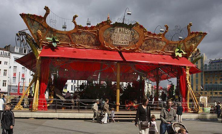 le manège carré Sénart est à la fois un carrousel hors norme et un projet urbain. Il fait rayonner la ville de Sénart. Il en est l'ambassadeur