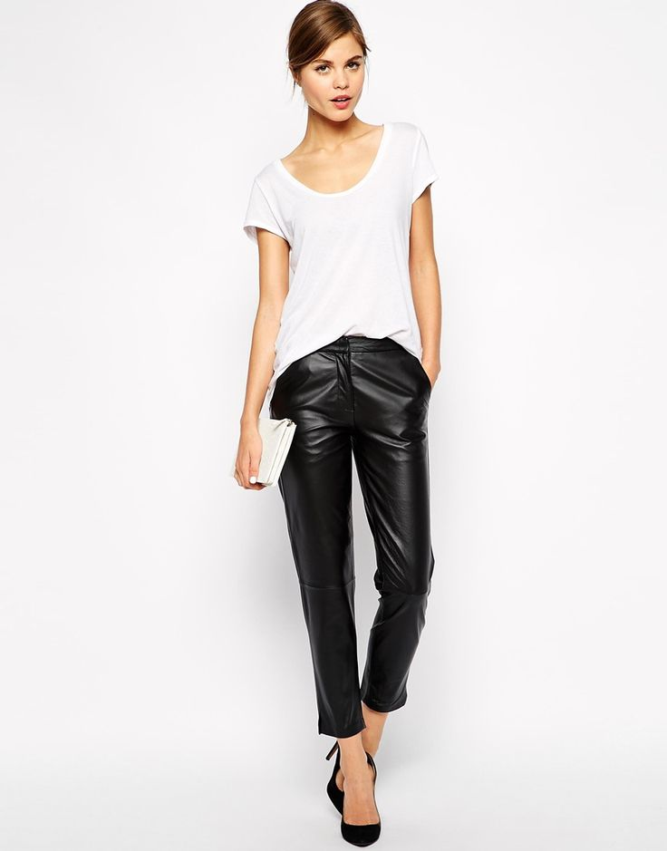 Perfect for when you don't know what to wear..and I love me some leather pants.