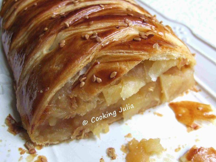 Des feuilletés tressés, j'en fais souvent et c'est toujours un succès. Voici ma première version sucrée, tout simplement à base de pommes pa...