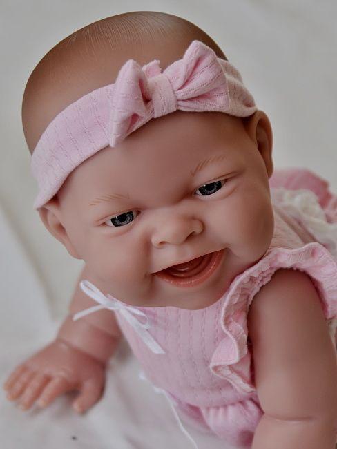 Realistické miminko holčička Lola na čtyřech od firmy Berenguer