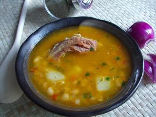 Edith's Kitchen: CIORBA DE FASOLE CU COSTITA AFUMATA