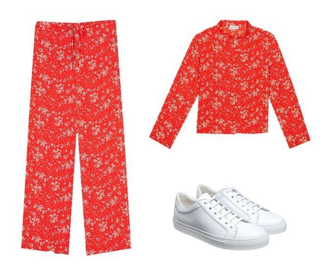le pantalon coulisse et la chemise elena en crêpe imprimé, pourront être portés avec des sneakers blanches.