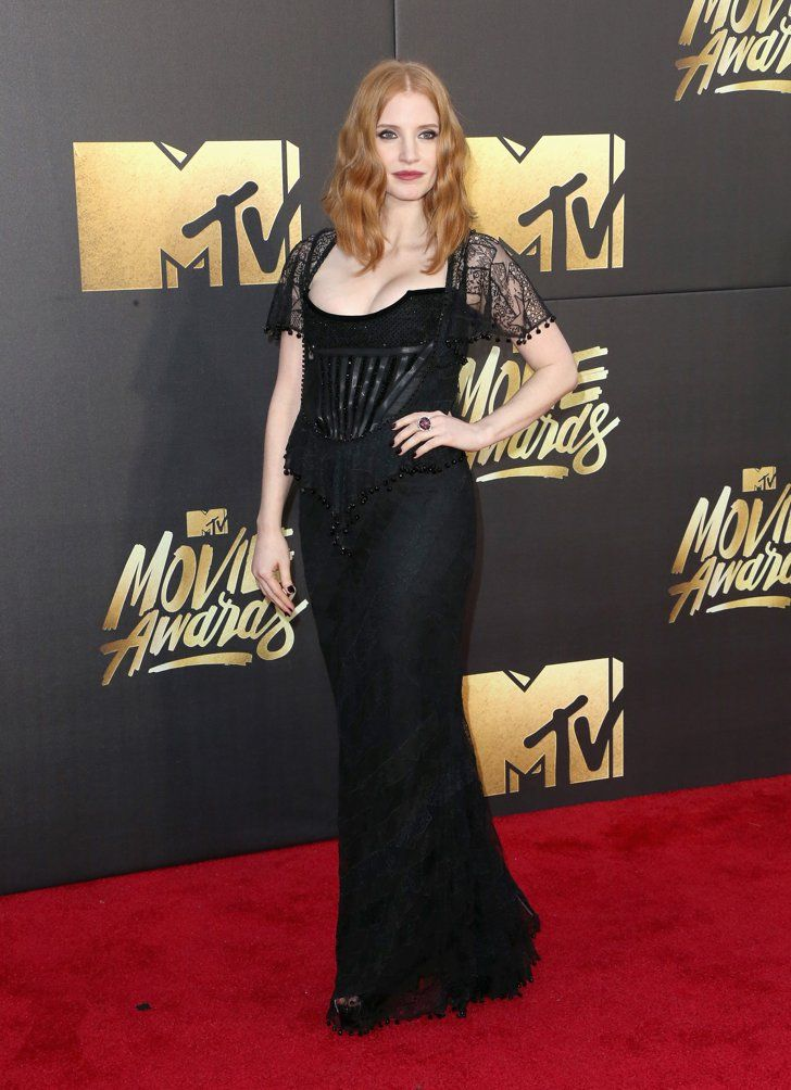 Pin for Later: Seht die Stars auf dem roten Teppich der MTV Movie Awards Jessica Chastain in Givenchy