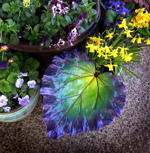 Rhabarber-Blatt in Chartreuse grün lila und Kupfer