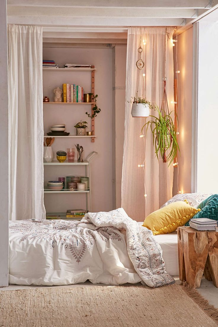 Urban outfitters bedroom - Halina Folk Floral Comforter Urban Outfitters