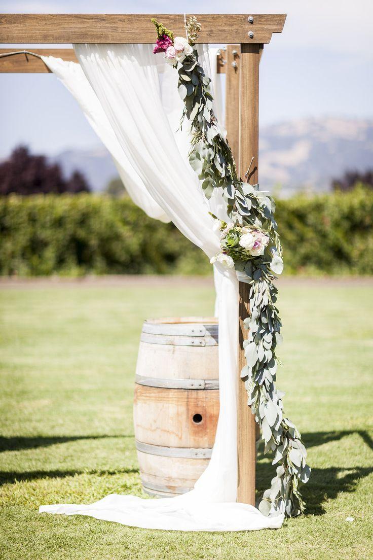 ceremony arch garland #ceremonyarch @weddingchicks
