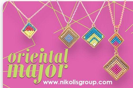 Η δημιουργική ομάδα της Nikolis Group σας προτείνει ιδέες για να φτιάξετε χειροποίητα κοσμήματα, σανδάλια, μπομπονιέρες, μαρτυρικά και γουριά. Βήμα βήμα μαζί φτιάχνουμε μοναδικές συνθέσεις με όλα τα υλικά που θα χρειαστείτε.