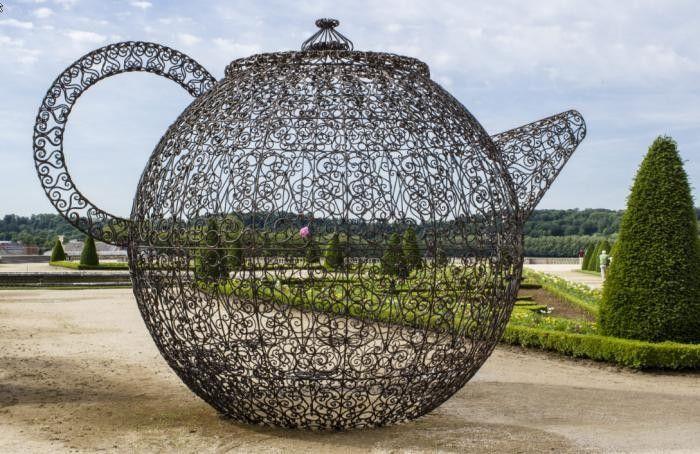 Une théière géante dans les jardins du château de Versailles - Joana Vasconcelos Pavillon de thé