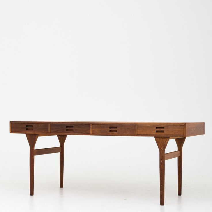 Desk in oak