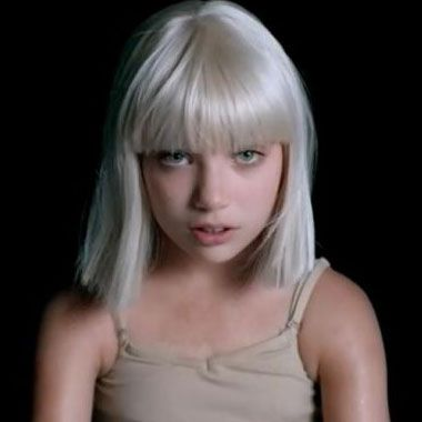 Sia lance son nouveau vidéoclip pour la chanson Big Girls Cry avec sa mini-moi | HollywoodPQ.com