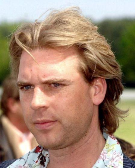 """Rutger Castricum 29-05-1979 Nederlandse journalist en presentator met een brutale interviewstijl. Hij kreeg bekendheid als verslaggever voor de website GeenStijl en de publieke omroep PowNed. Hoewel Castricum zelf beweert dat hij met PowNews echt nieuws brengt, moet hij zich vaak verdedigen tegen het verwijt dat hij """"afzeik-tv"""" zou maken. https://youtu.be/ZVyR2QFn8kQ"""