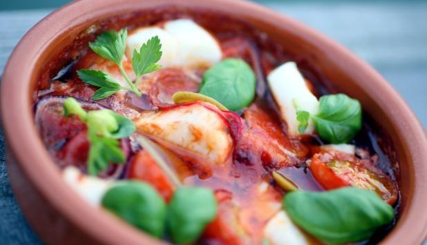 """Ovnsbakt skrei med tomat og hvitløk / Oven-baked """"skrei"""" (Arctic Cod) with tomatoes and garlic"""