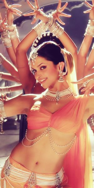 Bollywood Dance....Deepika Padukone in the song Dhoom tana from the movie Om Shanti Om (2007). Stunning..