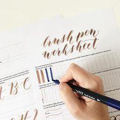 Nuevo post! Si estáis practicando caligrafía u os gustaría hacerlo hemos publicado 12 plantillas gratuitas imprimibles en el blog ✍ #printables #lettering #calligraphy #caligrafía #brushpen #imprimibles #moderncalligraphy