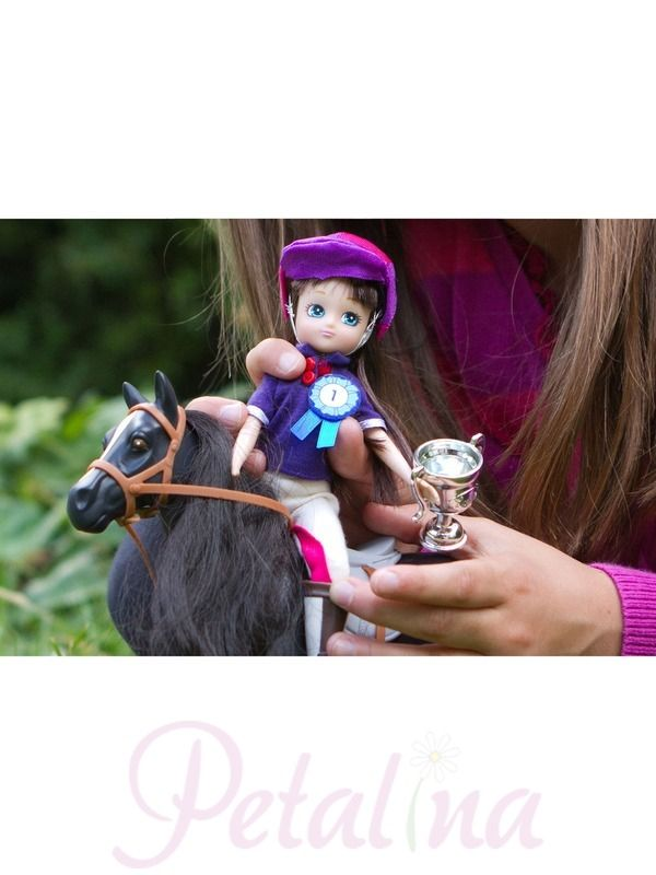 Doll Accessories | Lottie Flag Race Accessory Set - Petalina