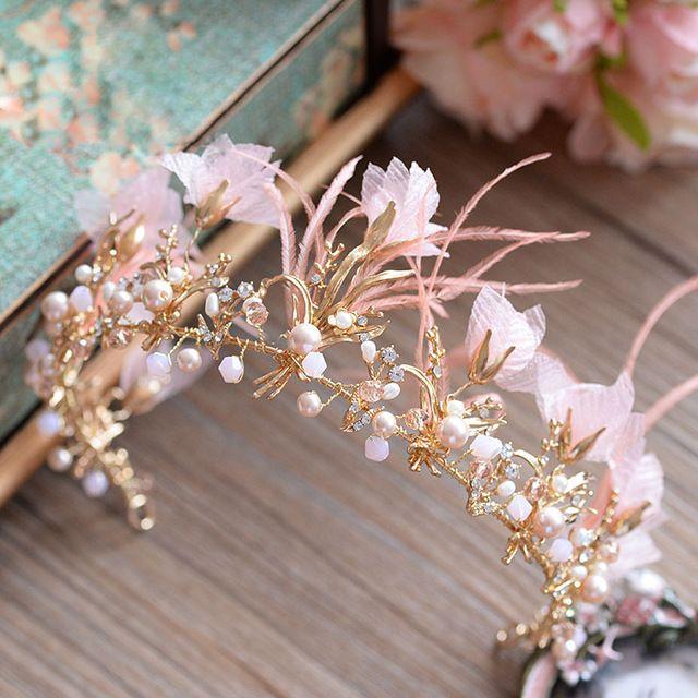 Высокое Качество Золотой Тиарой Повязки Розовый Перо Невесты Корону Головной Убор Свадебные Аксессуары Для Волос
