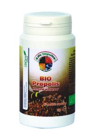 Propolisul, obtinut prin metode certificate BIO, asigura protectia imunitara crecuta. Este indicat in prevenirea racelilor, precum si in ameliorarea simptomelor acestora. Antiinflamator pe caile respiratorii superioare, antiinfectios si cresterea imunitatii.