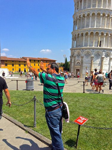 how to call a taxi in pisa