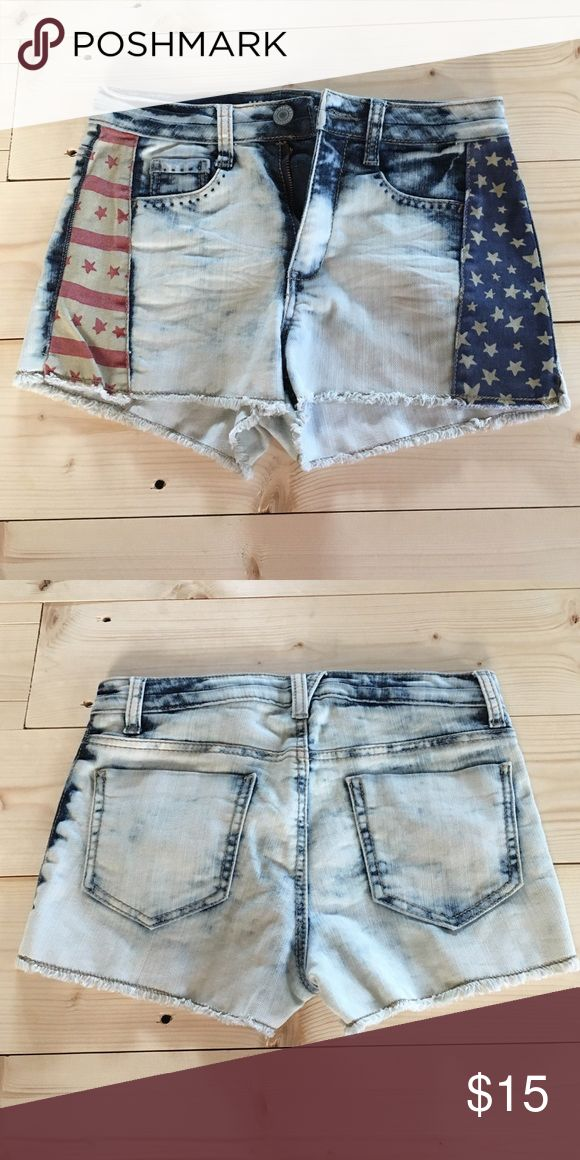 High waisted, acid wash, American shorts Great condition, no sign of previous wear Shorts Jean Shorts