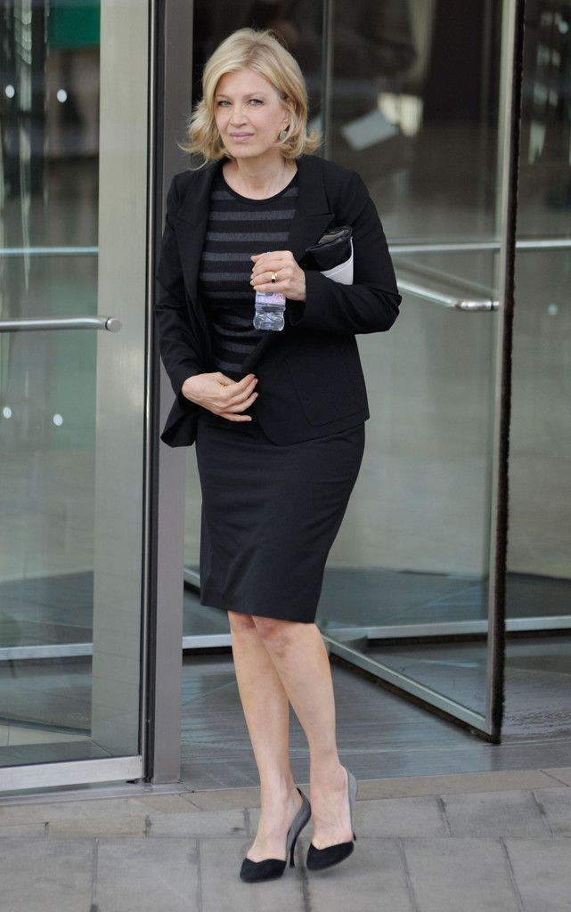 Diane Sawyer Pumps - Diane Sawyer completed her subdued ensemble with a pair of black and gray pumps.