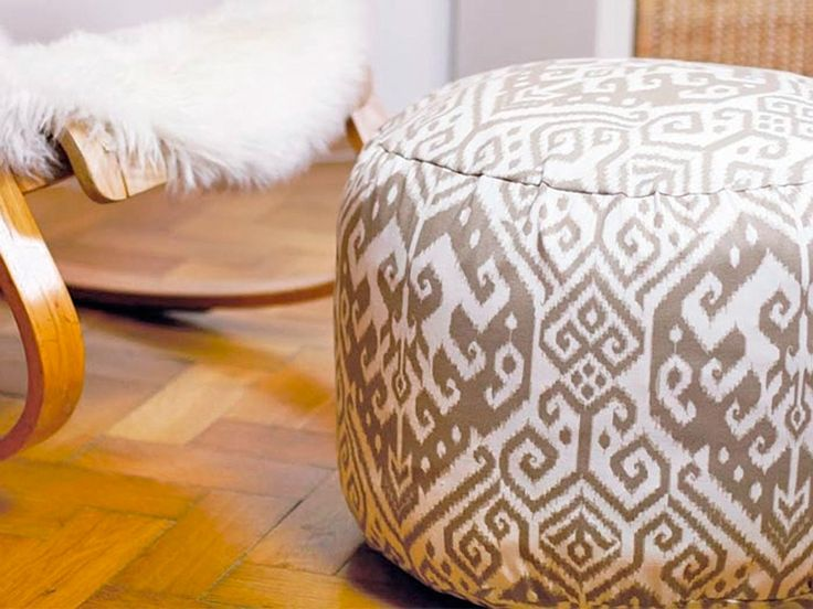 DIY-Anleitung: Pouf fürs Wohnzimmer nähen via DaWanda.com