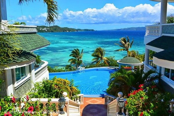 Lingganay Boracay Hotel Resort is set into luxurious gardens and surrounded by and green hills rolling off as far as the eye can see. It is a unique, tranquil location on the east coast of this paradise island, overlooking the ocean and far from the crowds and noise of famous White Beach.
