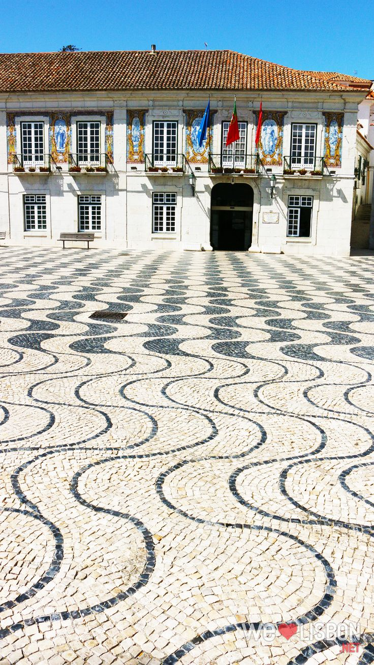 Located on the Lisbon coast, just 20 miles of the city centre, Cascais town is perfect to explore Lisbon and stay near the seaside.
