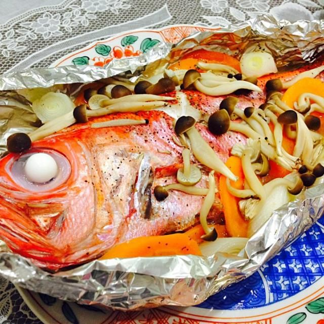はじめまして〜! フォローありがとうございます♡ お魚新鮮ですネ!お住いは海の近くですか? とっても美味しそう(*´艸`*)♡ - 79件のもぐもぐ - 蒸し金目鯛のホイール包み焼き by HM-jast