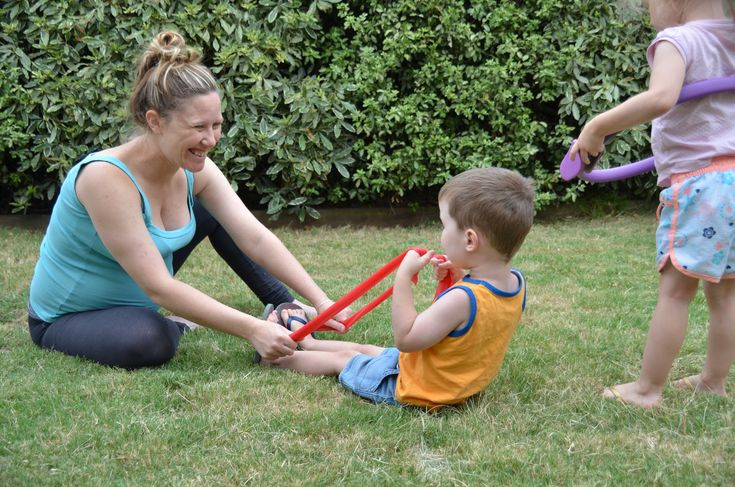 family exercises, family health tips, family exercise ideas, early learning activity ideas, childhood education lesson plan, preschool assessment ideas, school readiness activities, what is motor development, helping babies to walk, helping babies to crawl, baby activities, home school activities