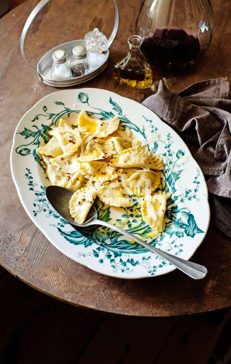 Egen ravioli fylld med svamp och ricotta smakar som inget annat
