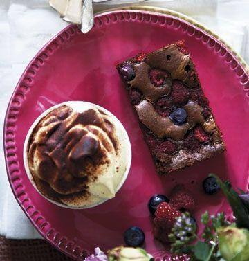 Brownies med hindbær og blåbær - 2x opskrift = 1 bradepande, 30min. Ved 180 grader. (Prøvet på vibegaard)