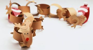 Christmas paper chains - make these reindeer chains and add 1 santa chain at end. A fun way to countdown until Christmas!  Pattern and tutorial given here.