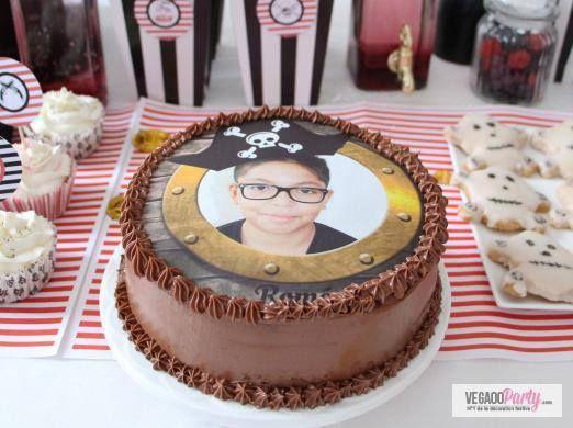 Che compleanno a tema pirati sarebbe senza una bella torta personalizzata con la foto del piccolo festeggiato? Realizza una decorazione fantastica!