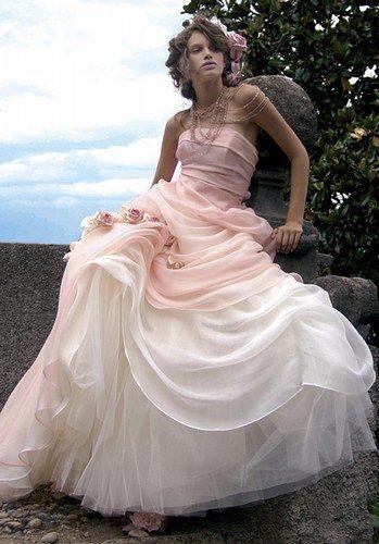 Abiti da sposa rosa