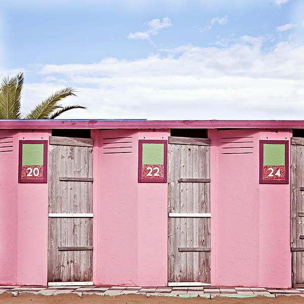 Pink Beach Changing Rooms in Rimini   www.hotelpolo.it