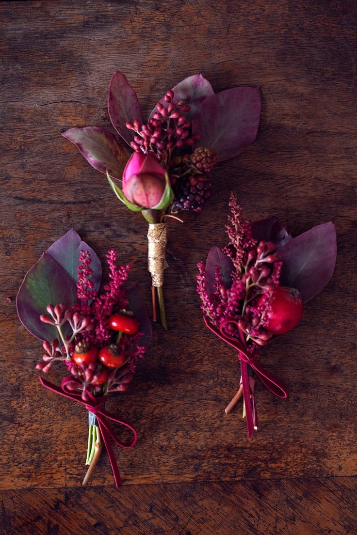 Red & Pink Wedding color scheme and flower inspiration bouttonniers for autumn weddings by peaches and mint