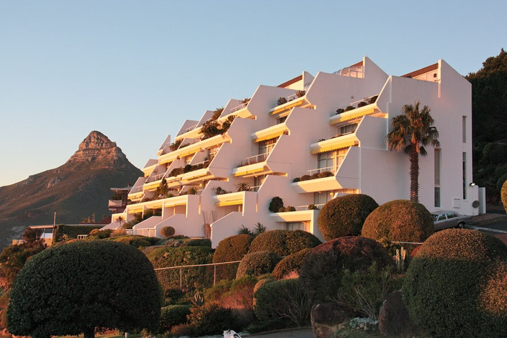 Split Level Apartment on slopes of Table Mountain views of Camps Bay | Place of Light is a split-level apartment set on the slopes of Table Mountain designed to maximize views of Camps Bay, Lion's Head and the Twelve Apostles