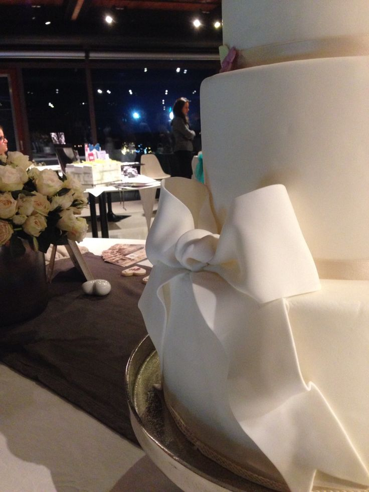 Wedding cake kikibakery