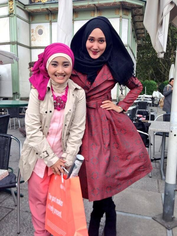 Dian Pelangi with the winner of Indonesia X factor fatin shidqia lubis