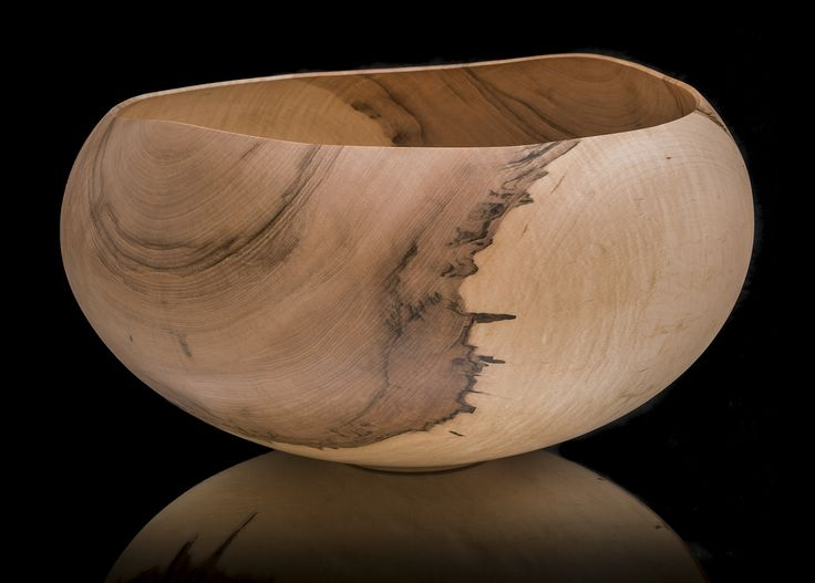 Unique art pieces made by Nikari's master cabinet makers in Fiskars 2017. Bowl by woodturning specialist Matti Söderkultalahti