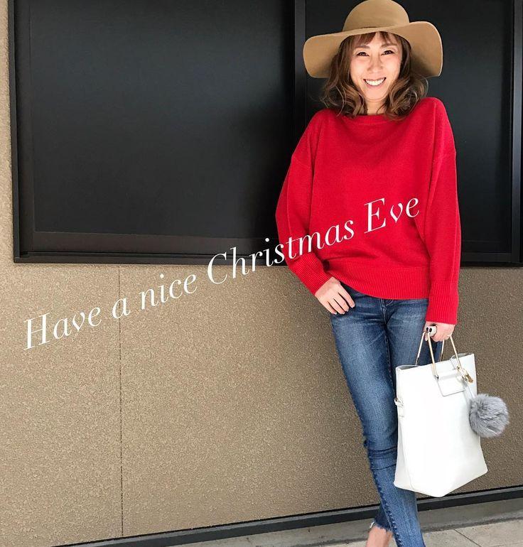 もうすぐクリスマスイヴ 素敵なクリスマスイヴをお過ごし下さい 子供達は寝るまでドキドキする日でしょうねっ . #クリスマスイヴ #xmaseve #レッドニット #knit #綺麗な赤 #outfit#ootd #好き #lovefashion #ファッション #fashion #coordinate #今日のコーデ #今日の服 #デニムコーデ #denim #クリスマスコーデ #smile #笑顔 #吹田市関大前セレクトショップ #吹田市セレクトショップ #吹田市関大前駅セレクトショップ #セレクトショップアンスリール #セレクトショップunsourire #unsourireコーデ #大阪スポーツ #新聞掲載